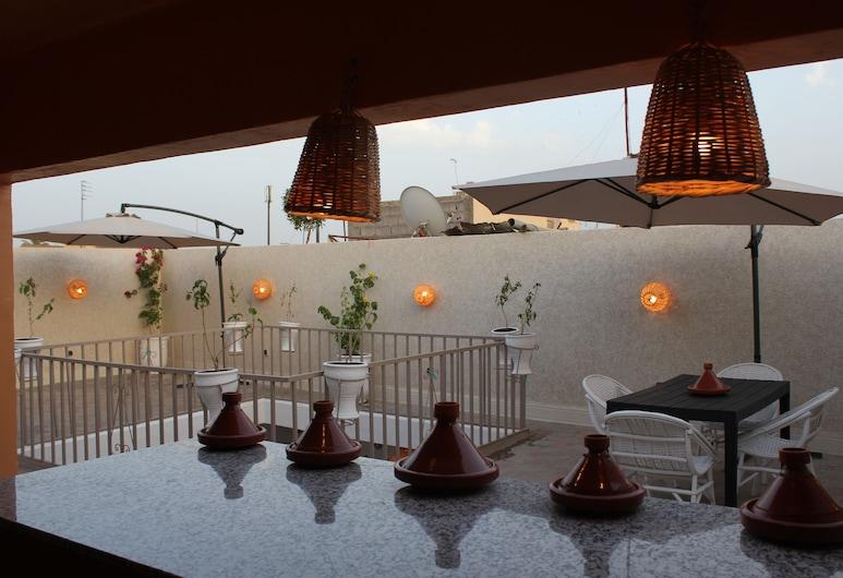 Corner Hostel Marrakech - Adults Only, Marrakess