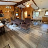 Comfort Cabin, 2 Double Beds, Non Smoking (Grandpa Jim's Cabin) - Living Area