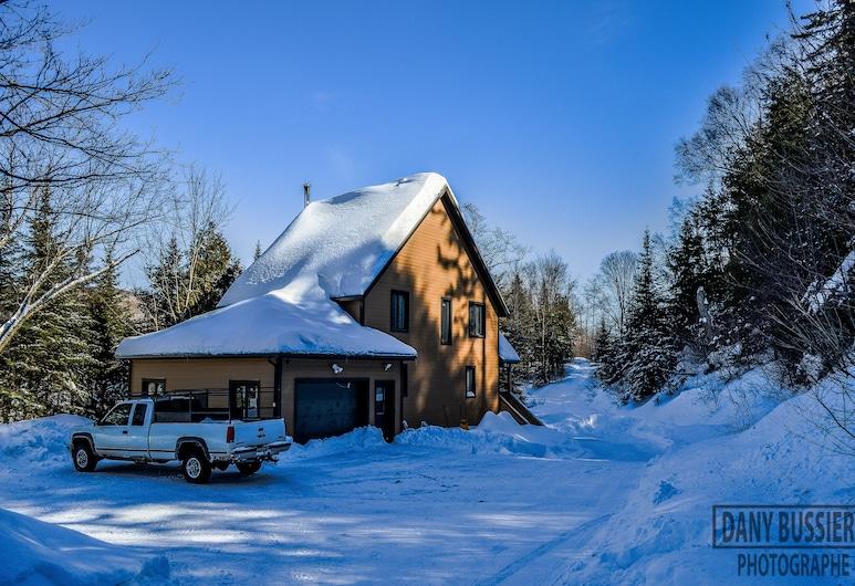 Chalet du Lac Canard, เชอวินิกัน, ด้านหน้าที่พัก