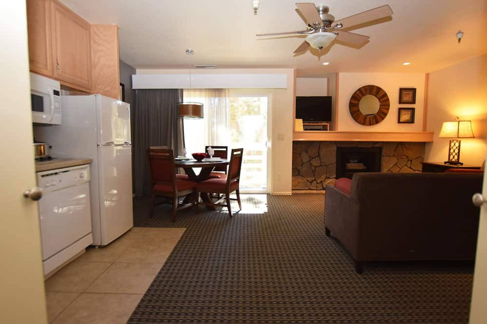 Suite, 2 Bedrooms - Living Area