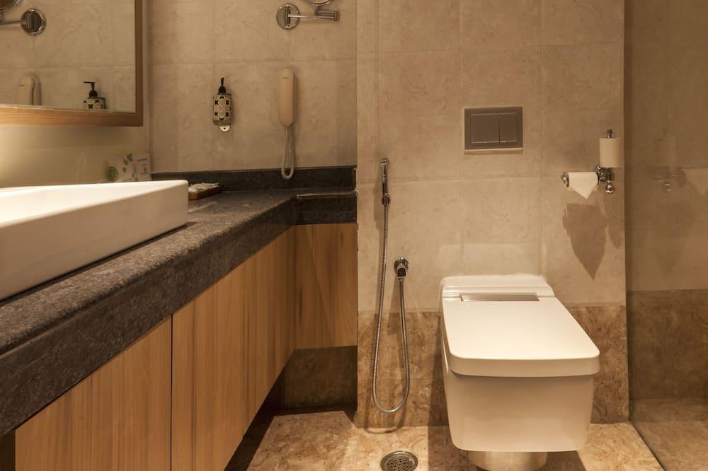 Godzilla - Bathroom