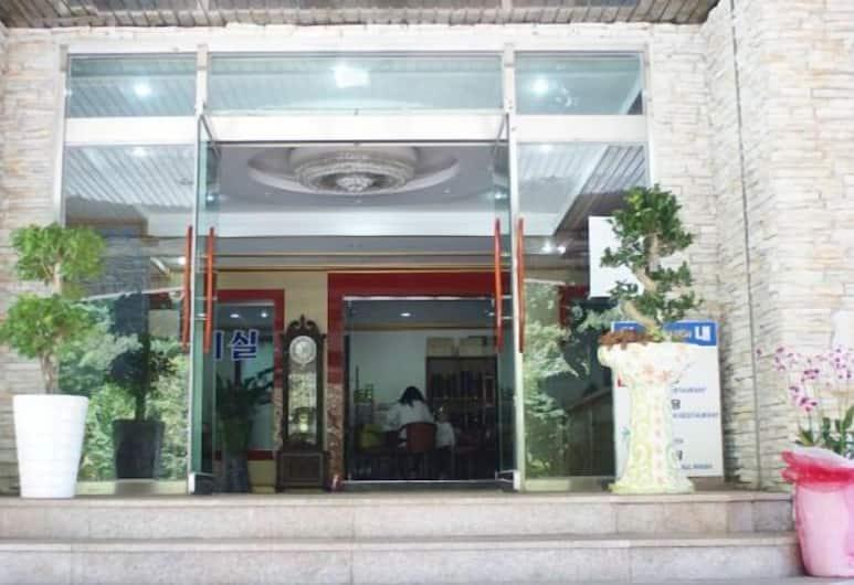 Jirisan Khan Hotel, Namwon, Hotel Entrance