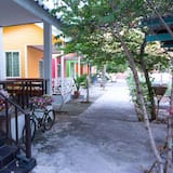Small Double Room with Motorcycle  - Ban công