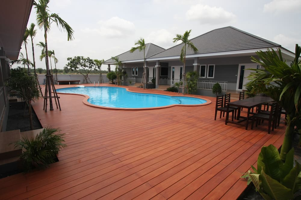 Villa with Pool View - Terras