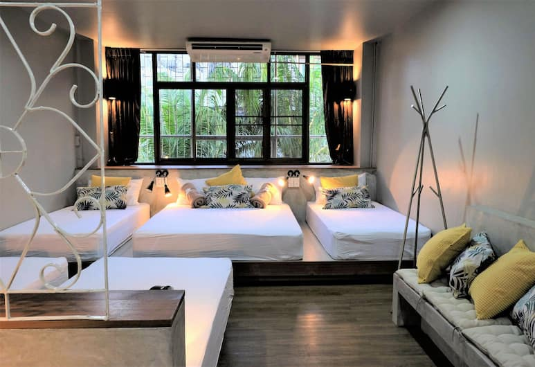 Cloudy Hostel, Bangkok, Private Room for 6 Persons, Pokój