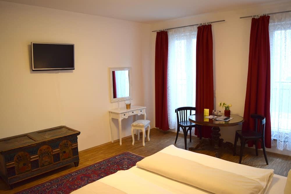 Comfort-herbergi með tvíbreiðu rúmi - 1 stórt tvíbreitt rúm - Reyklaust - borgarsýn - Stofa