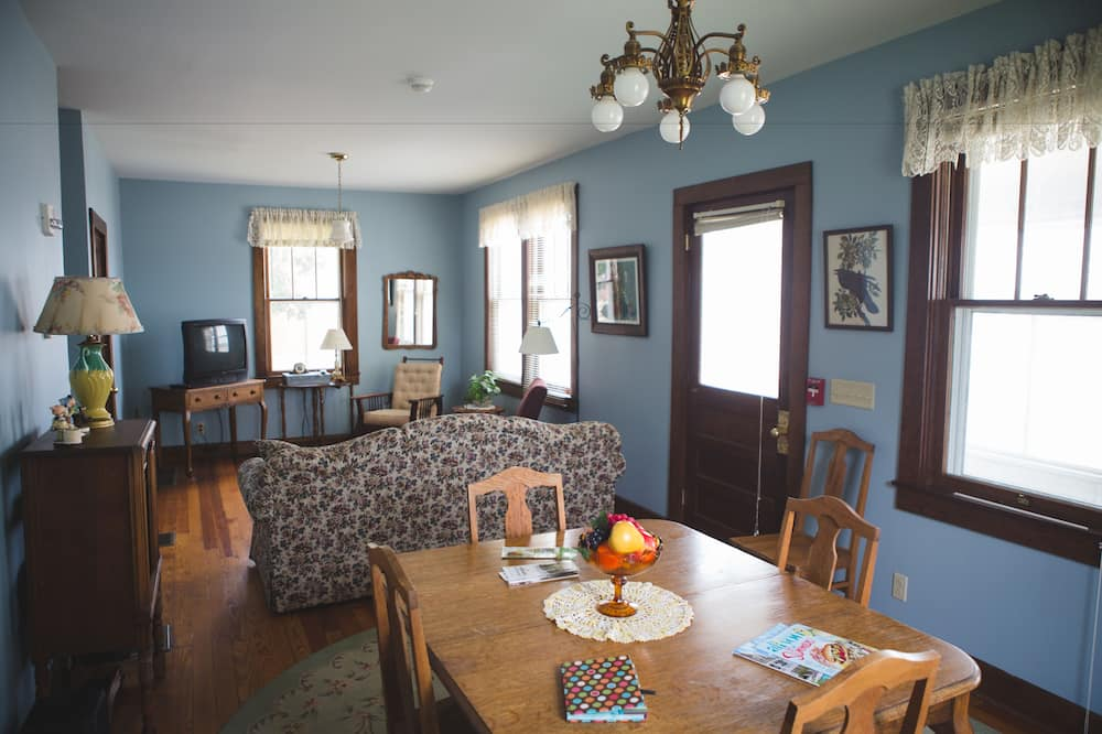 Ház, 1 queen (nagyméretű) franciaágy és egy kihúzható kanapé (House 1) - Étkezés a szobában