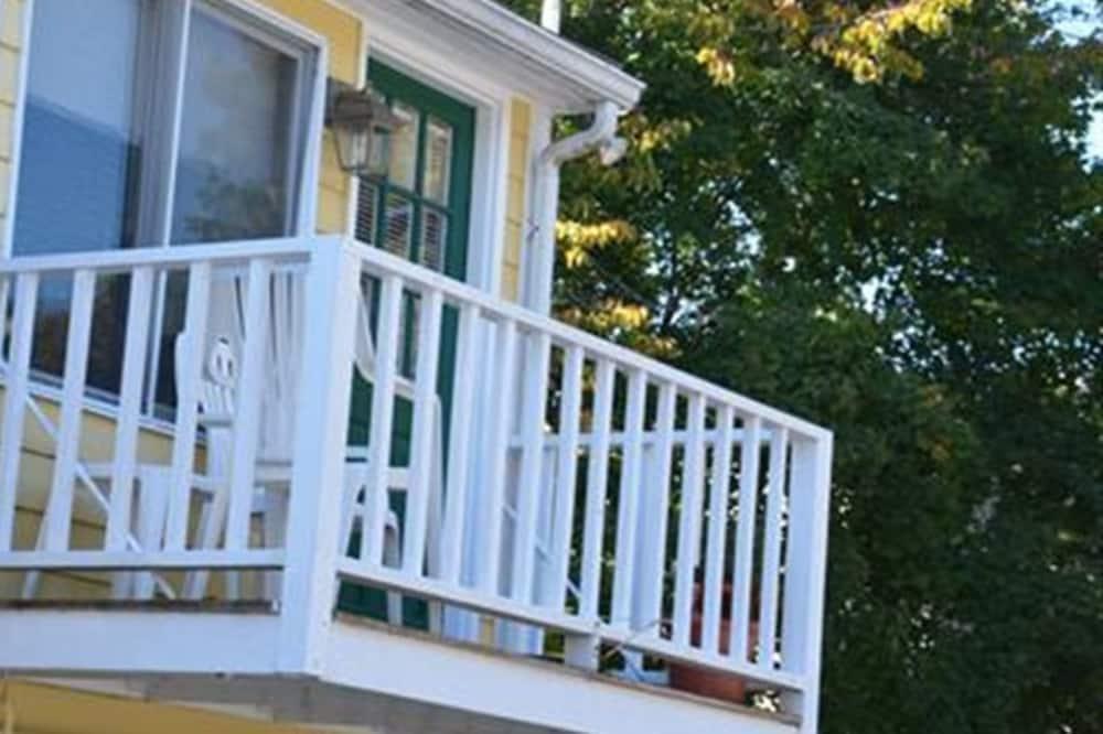 Сімейний номер-люкс, суміжна ванна кімната (Suite 23) - Вид з балкона