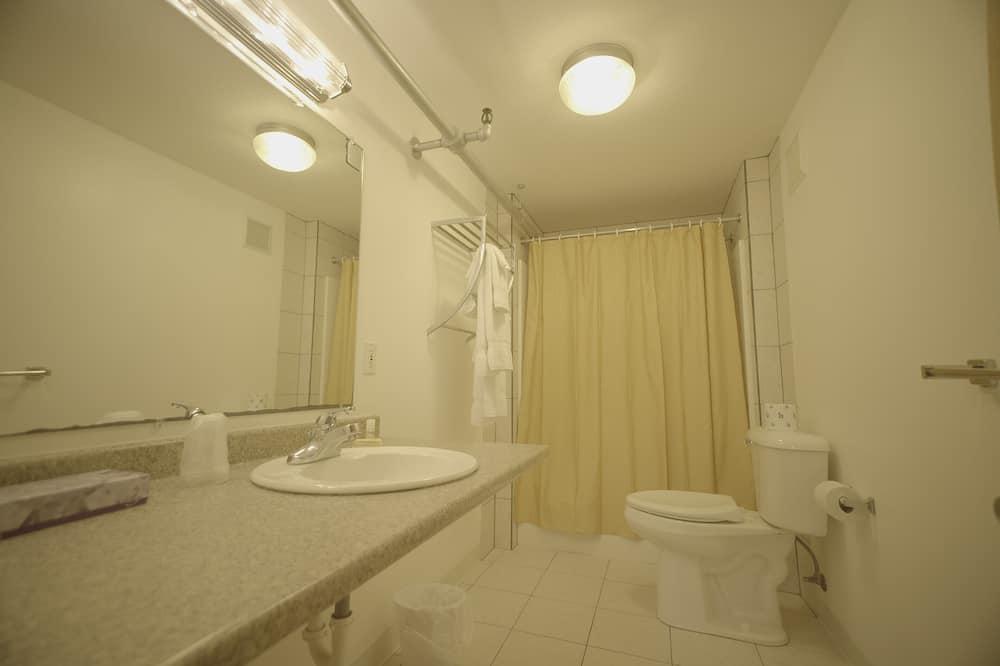 Сімейний двомісний номер, суміжна ванна кімната (Room 8) - Ванна кімната