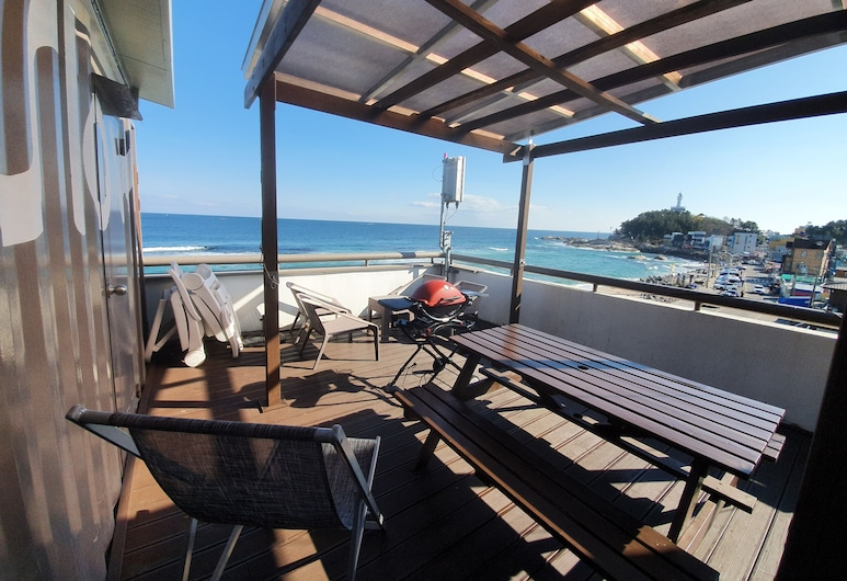 Mr. Slow, Sokcho, Panoramic Room, 1 Queen Bed with Sofa bed, Non Smoking, Beach View, Terrace/Patio