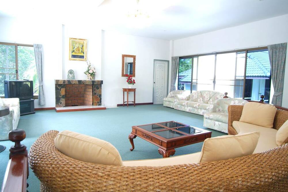 2 Bedrooms House - Baan Pround Fah - 客廳