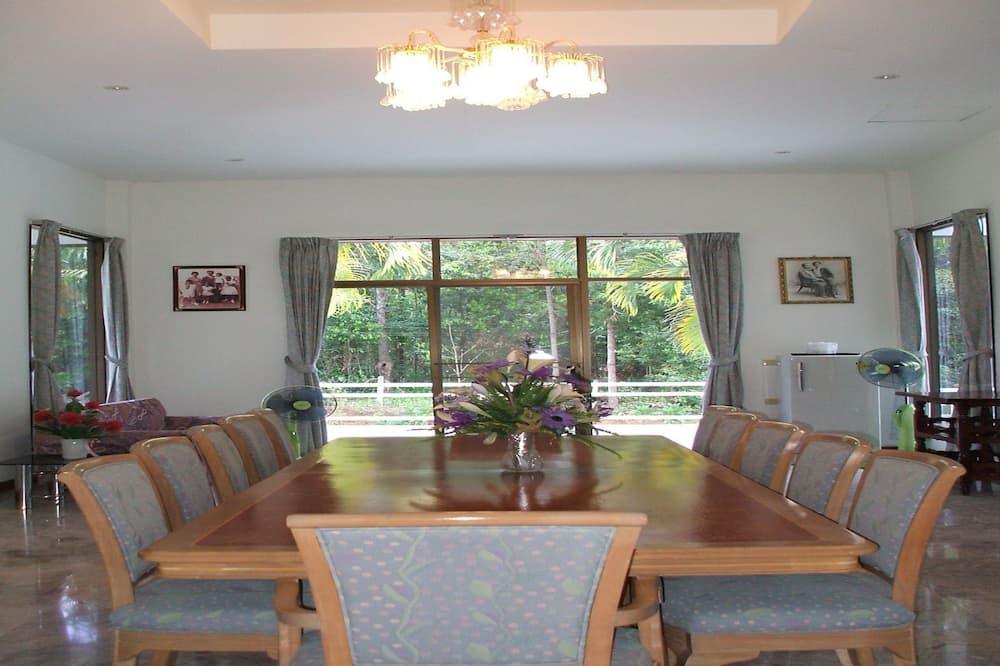 3 Bedrooms House - Baan Sooknirun - 客房餐飲服務