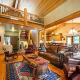 Luxury House, 5 Bedrooms, Mountain View, Mountainside - Living Area