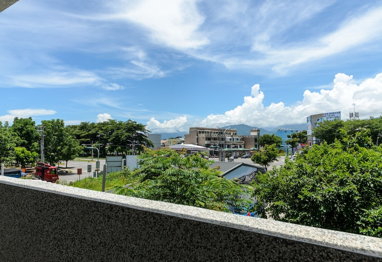 Love Door B&B, Taitung, Balkon