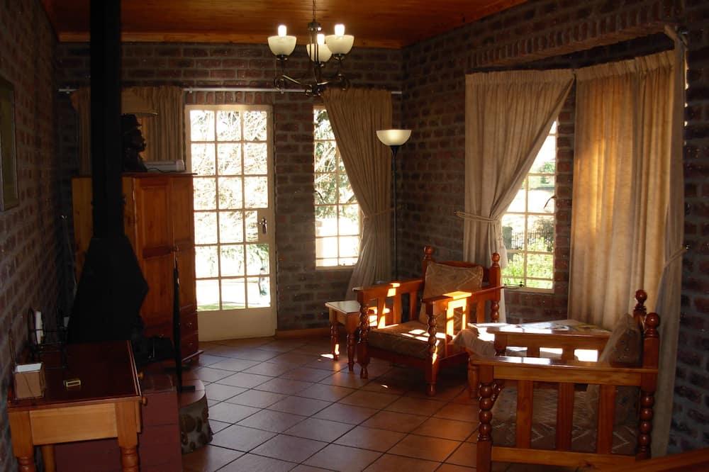 Superior Bungalow - Living Room