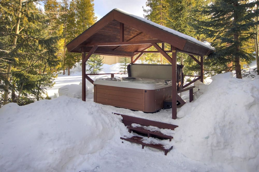 House, Multiple Bedrooms - Outdoor Spa Tub