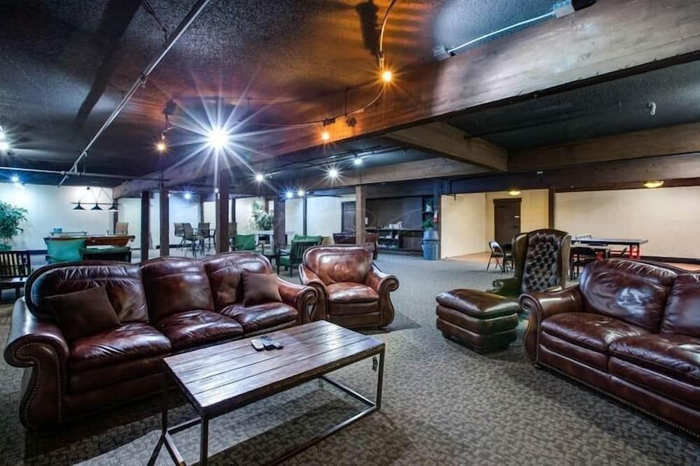 Kooperatīva tūristu mītne, viena guļamistaba - Dzīvojamā istaba