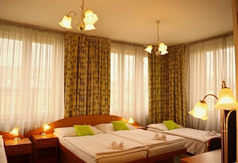 Hotel Legie, Praha, Štandardná štvorposteľová izba, Hosťovská izba