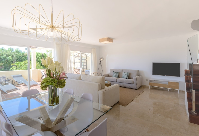 Nueva Andalucía Golf Getaway, Marbella, Appartement, 3 slaapkamers, terras, Woonkamer