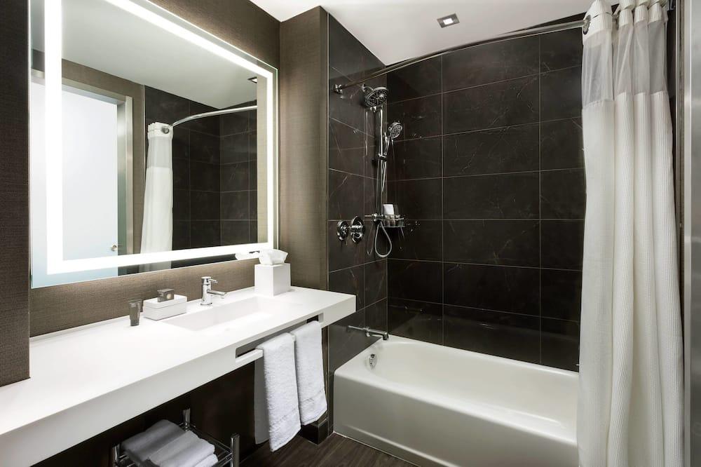 룸, 더블침대 2개 (High Floor) - 욕실