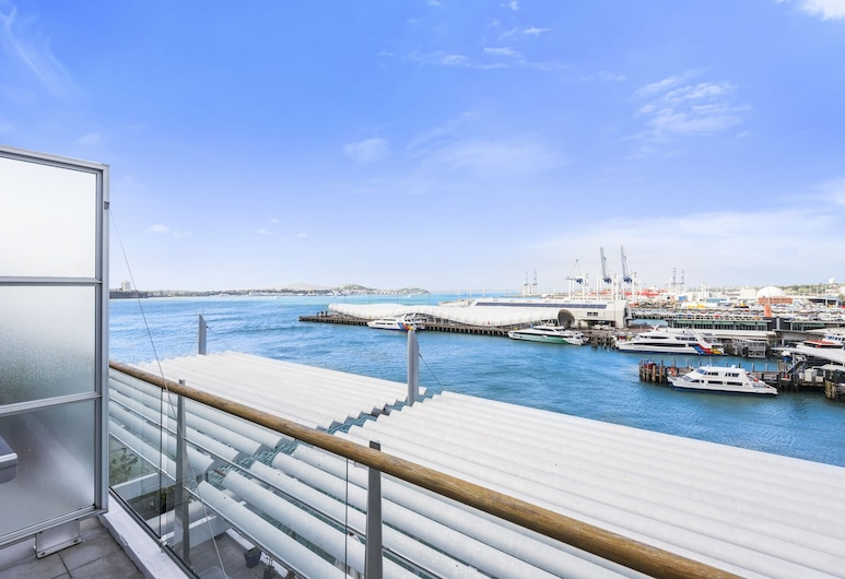 2BR 2 Level Penthouse with Seaviews, Auckland