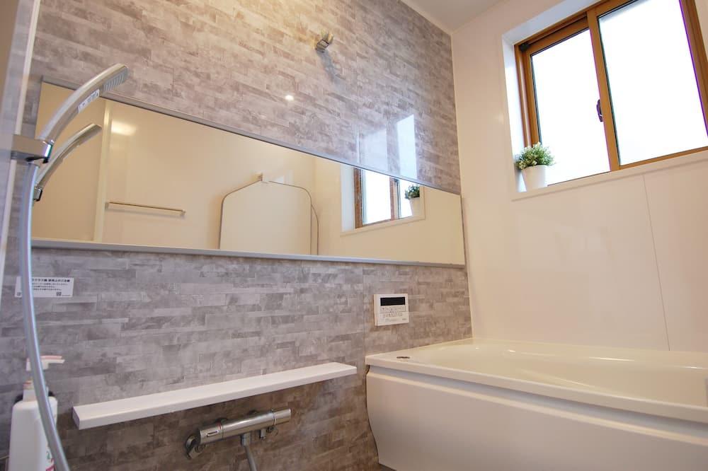 Quarto Twin Deluxe, Casa de Banho Partilhada (with Extra bed / Self Check-In) - Casa de banho