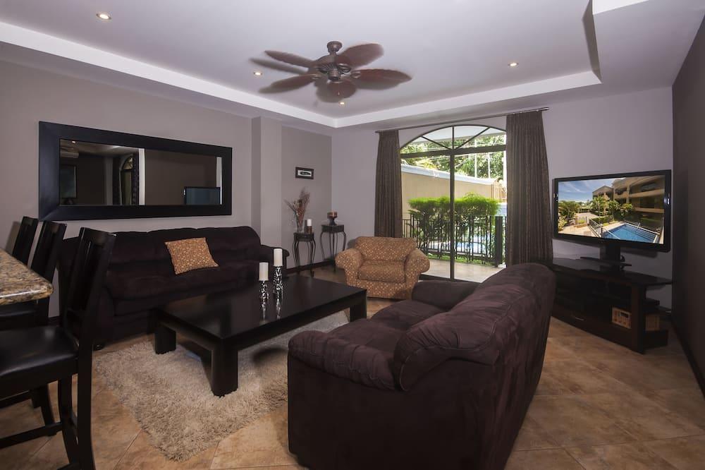 Deluxe Condo, 2 Bedrooms, 2 Bathrooms, Poolside - Living Room