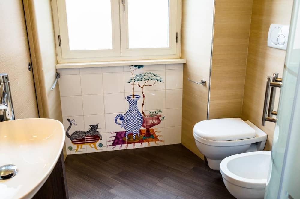 Kamar Double Standar, kamar mandi umum - Kamar mandi