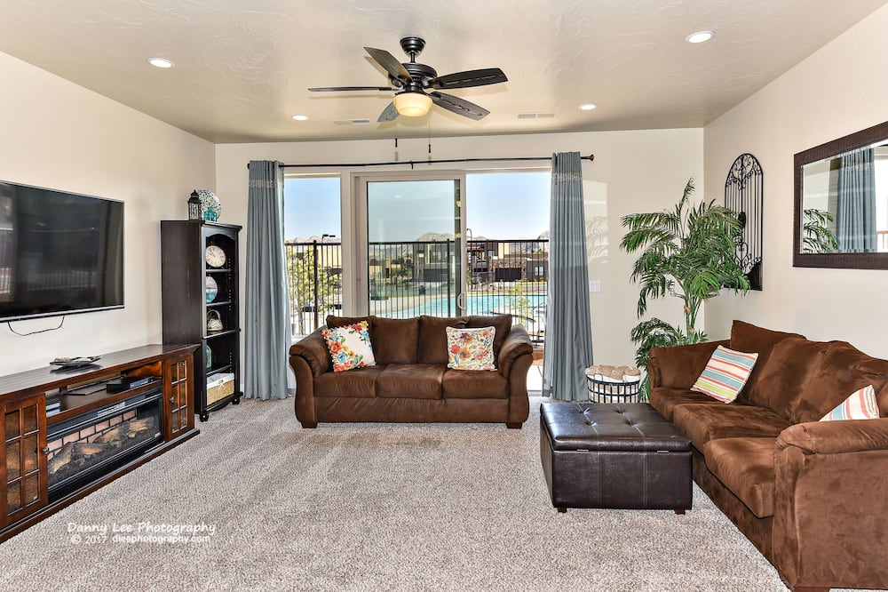 House, Multiple Beds, Pool View (Greenwind) - Living Room
