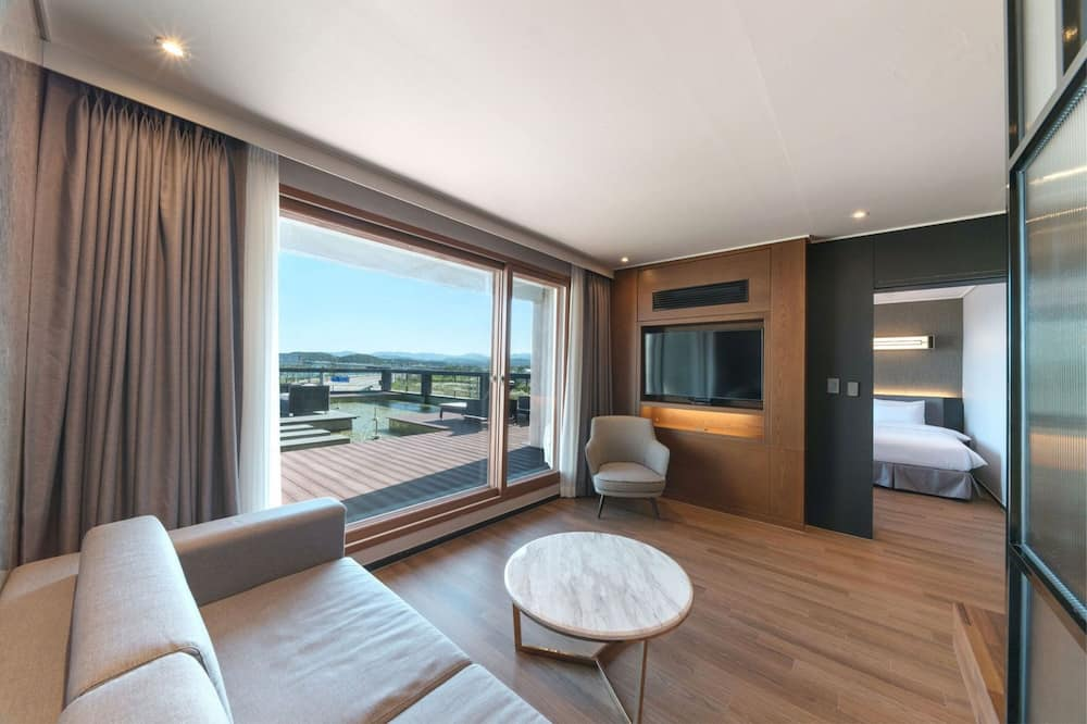 Suite Terrace [Cheese Platter + 2 Glasses of Wine] - Guest Room