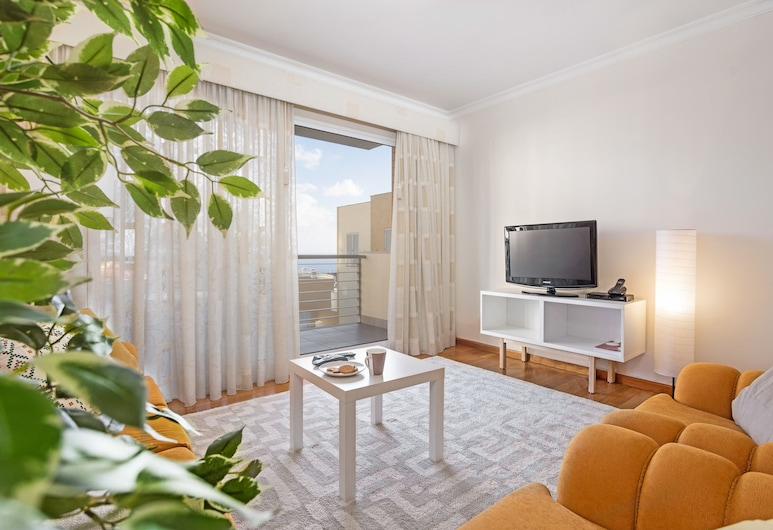 Casa Branca III by Travel to Madeira, Funchal, Apartment, 3 Bedrooms, Balcony, Sea View, Living Room