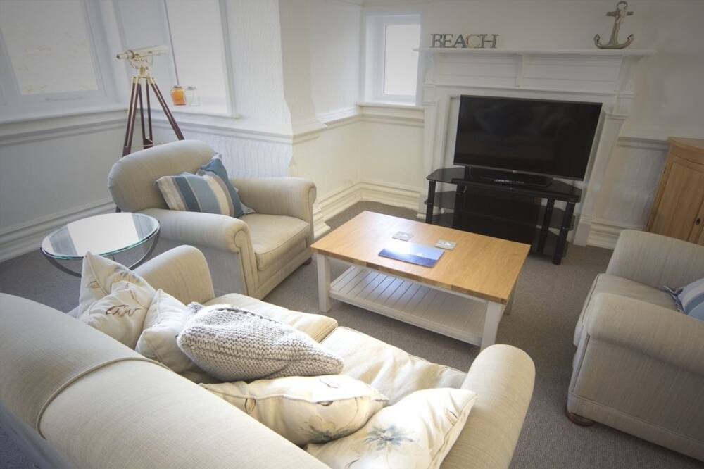 LookOut Apartment - Living Area