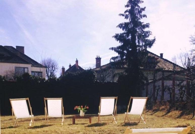 Hotel Republique, Sibiu, Garden
