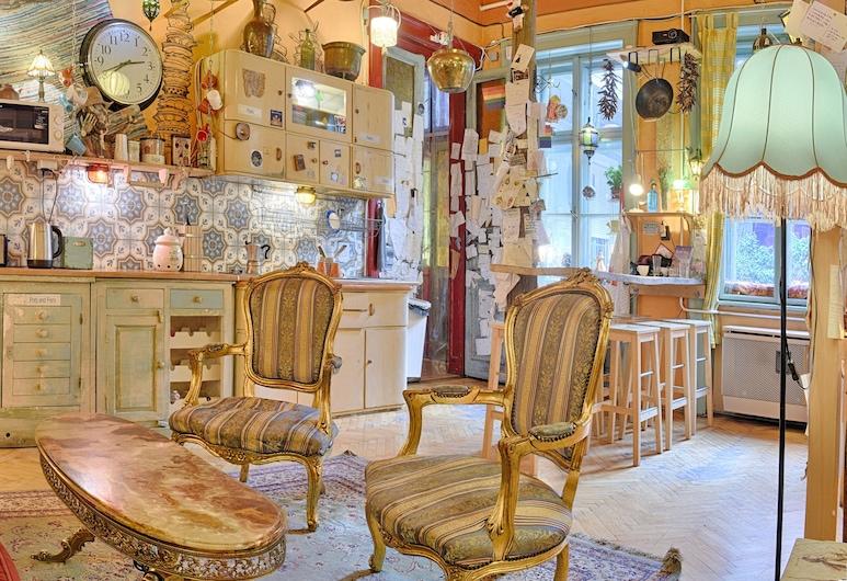 Lavender Circus Hostel, Budapeszt, Recepcja