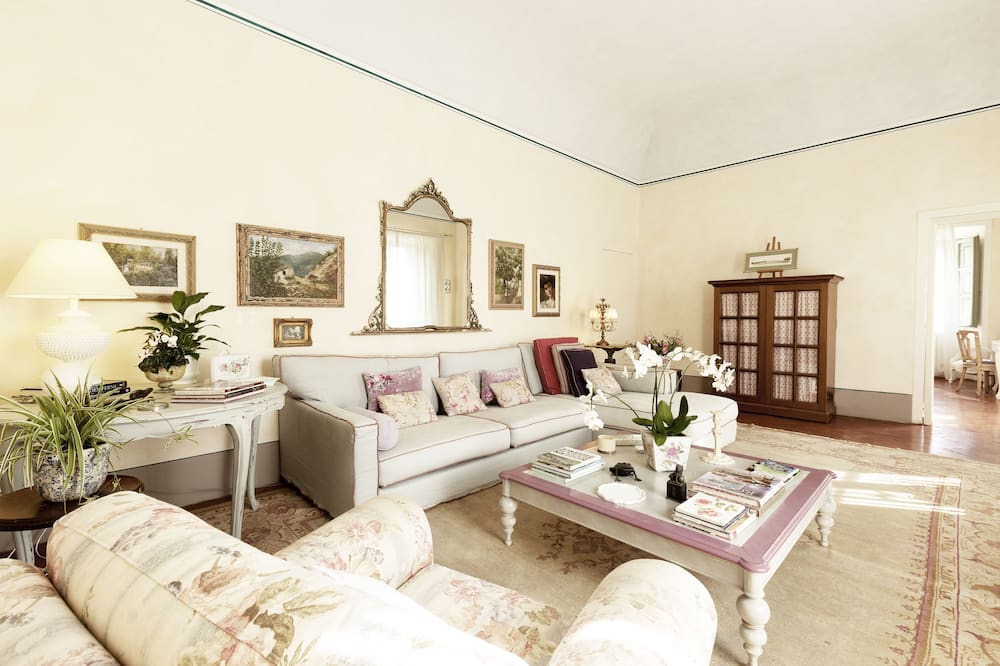 Executive Suite, 2 Bedrooms, Sea View - Living Area