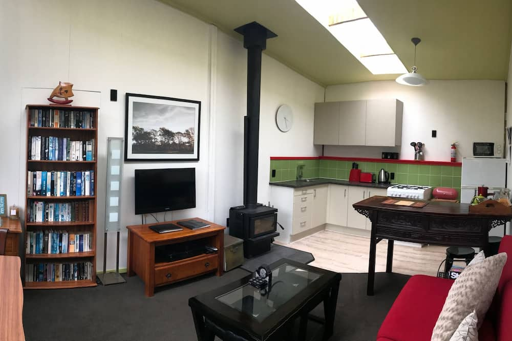 Deluxe Διαμέρισμα, 1 Queen Κρεβάτι, Κουζίνα, Στην αυλή - Περιοχή καθιστικού