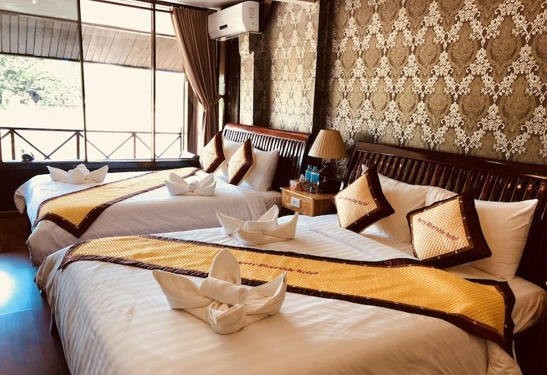 Merry Riverside Hotel, Luang Prabang, Familieværelse - balkon - udsigt til flod, Værelse