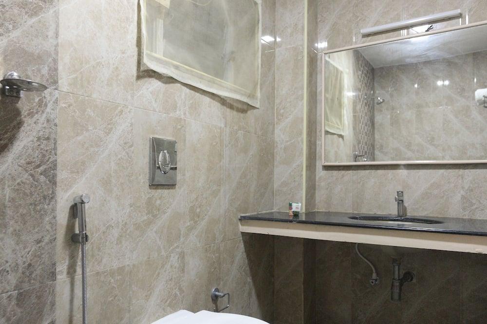 スタンダード ダブルまたはツインルーム ダブルベッド 1 台 専用バスルーム - バスルーム