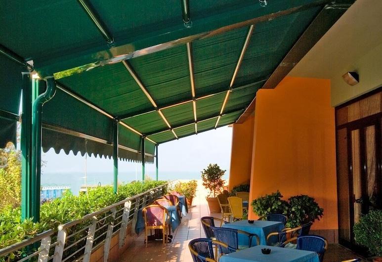 羅西尼飯店, 佩沙洛, 露台