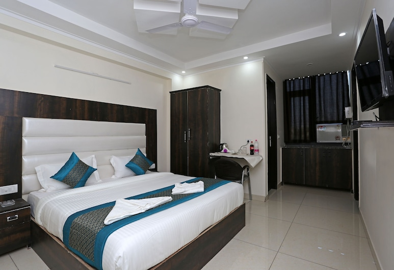 Hotel Aero Stay, New Delhi, Family Double Room, 1 King Bed, City View, Guest Room