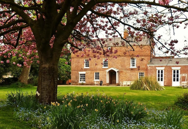 Little Mollington Hall, Chester, Hotel Front