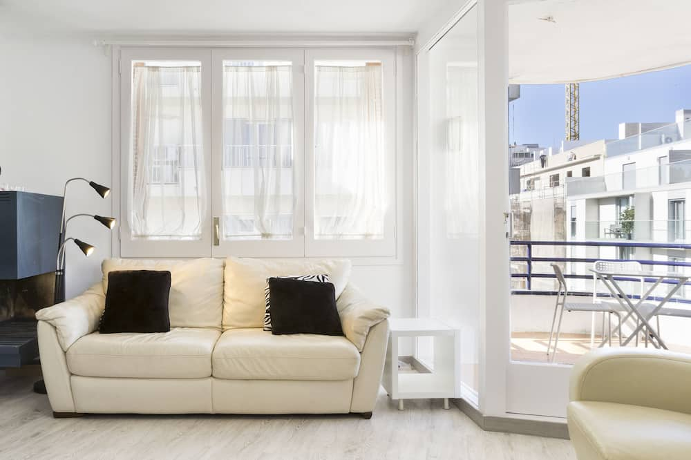 Apartment, 2 Bedrooms, Balcony, Partial Sea View - Living Area