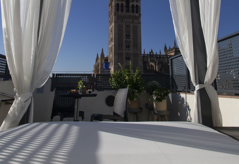 Welldone Cathedral, Seville, Exclusive Duplex, 1 Bedroom, Private Pool, Room