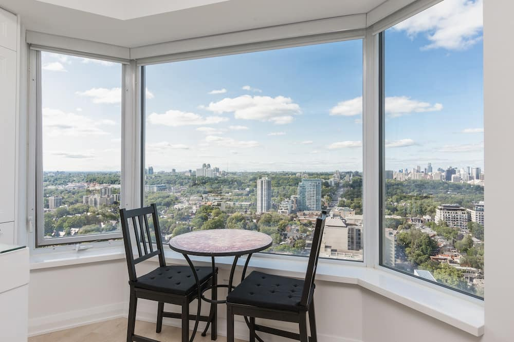 Premium Condo, 1 Queen Bed, Kitchen, City View - In-Room Dining