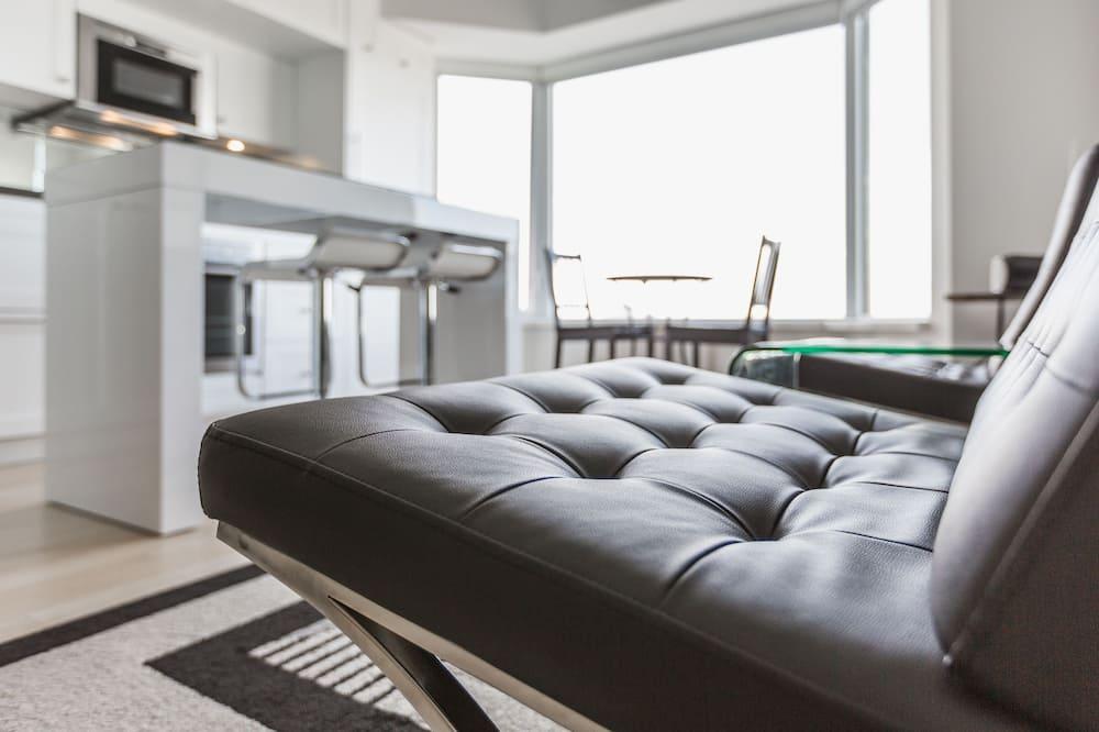 Premium Condo, 1 Queen Bed, Kitchen, City View - Living Area