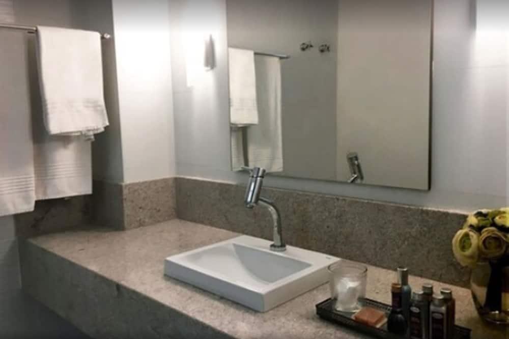 Căn hộ, 2 giường đơn - Chậu rửa trong phòng tắm