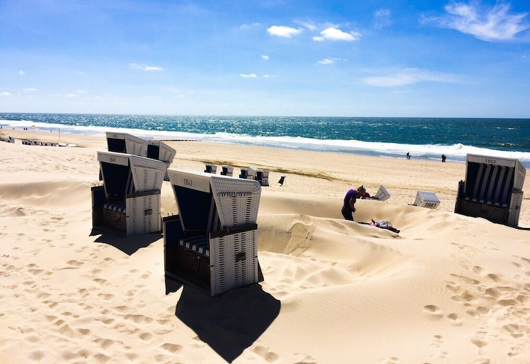 Newly Renovated, Close to the Beach, Sunny, South-facing Balcony, View of the Dunes, Wifi, Sylt, Balcony