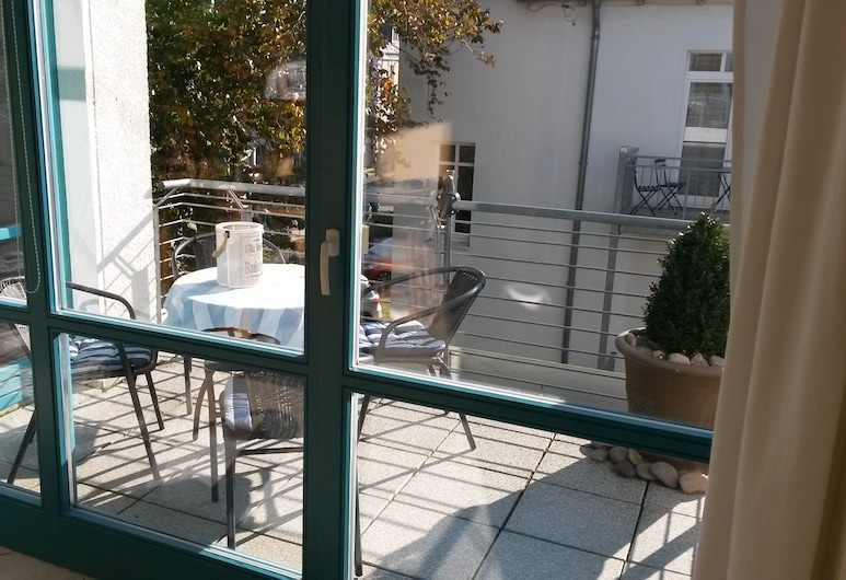 Kühlungsborn-Ost, 75 m² apartment with balcony and WiFi, top location in Strandstrasse, كويهلونجسبورن, شُرفة