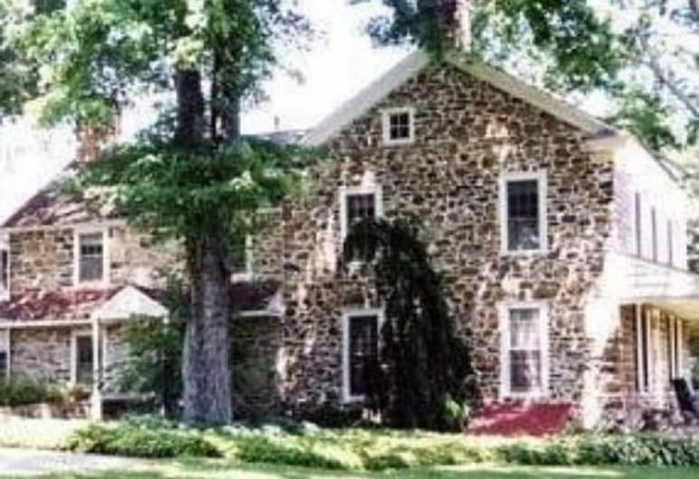 1732 Folke Stone Bed and Breakfast, West Chester