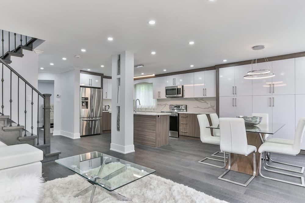 Luxury House, 5 Bedrooms, Kitchen - Imej Utama